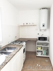 Una cocina o kitchenette en Palo Santo Dptos.
