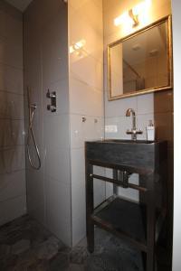 A bathroom at 4 persons City Apartment