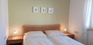 Ein Bett oder Betten in einem Zimmer der Unterkunft Ferienhaus Moritz