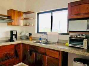 A kitchen or kitchenette at Lake Arenal Casa Armonia