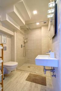 Vannas istaba naktsmītnē Loftas Nidos centre