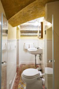 A bathroom at Palazzo Belfiore