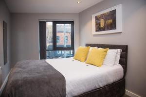 A bed or beds in a room at Dream Apartments St Thomas Hall