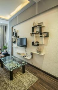 A television and/or entertainment center at Joie Homestay Old Quarter Hanoi