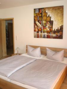 Ein Bett oder Betten in einem Zimmer der Unterkunft Möwe