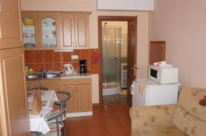 A kitchen or kitchenette at Atlas Apartman