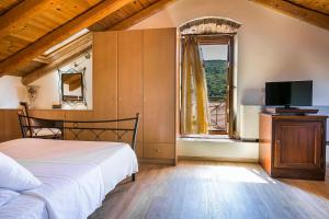 A bed or beds in a room at Authentic Suites in Fiscardo (Archontiko)