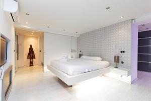 A bed or beds in a room at Avenida de América City Center