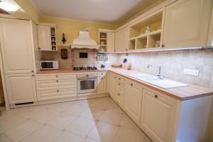 Kuhinja oz. manjša kuhinja v nastanitvi Luxury Holiday Home Zupan