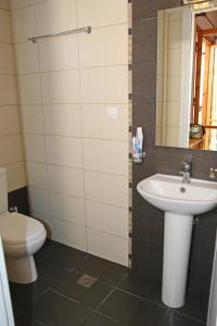 Ένα μπάνιο στο Valedina Rooms