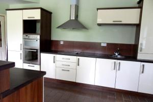 A kitchen or kitchenette at Ethan House