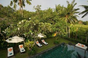 A view of the pool at Villa Sally or nearby