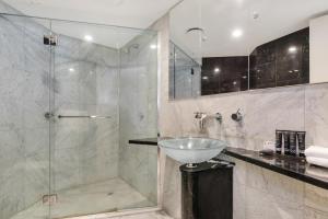 A bathroom at Mantra Sirocco