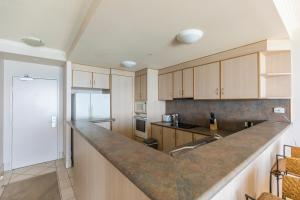 A kitchen or kitchenette at HomePlus - Stunning Ocean View from 34th Floor
