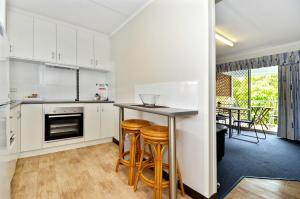 A kitchen or kitchenette at Dolphin Lodge Albany - Self Contained Apartments at Middleton Beach