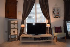TV/trung tâm giải trí tại Modern and Homely 2 Bed Flat in Whitechapel