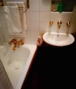 A bathroom at Agréable logement Paris 7#Montparnasse#Parking