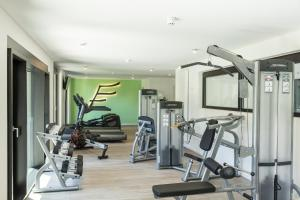 The fitness centre and/or fitness facilities at THE FLAG München M.