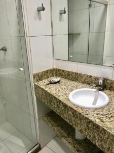 A bathroom at Flat Vista Mar na Barra