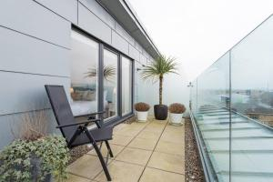 A balcony or terrace at Luxury Penthouse w/Balcony minutes from SECC/Hydro