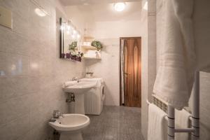 A bathroom at The Arsenal Flat