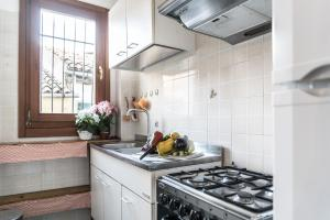 A kitchen or kitchenette at The Arsenal Flat