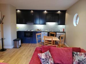 A kitchen or kitchenette at Molesworthcourt Suites
