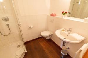 Ein Badezimmer in der Unterkunft Rostalm