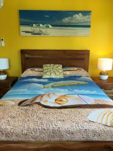 Golden Sands Beach Houseにあるベッド