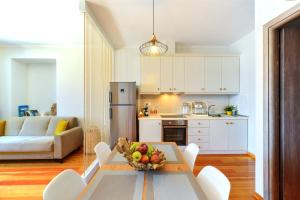Η κουζίνα ή μικρή κουζίνα στο Paxos Fairytales House