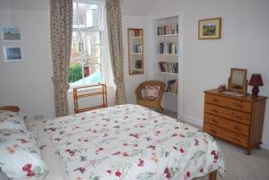 A bed or beds in a room at 6 Northgate Vennel, Peebles