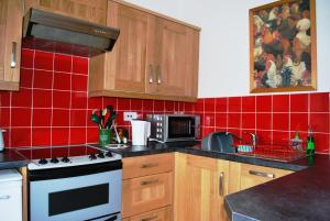 A kitchen or kitchenette at 6 Northgate Vennel, Peebles