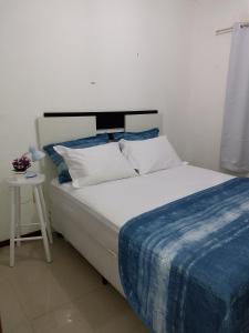 A bed or beds in a room at Apartamento Edificio Ilhas do Sol