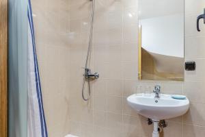 A bathroom at Apartamentos Prat de les Molleres