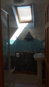 A bathroom at Blue Bay Apartments