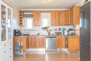 A kitchen or kitchenette at Arrifana Pura