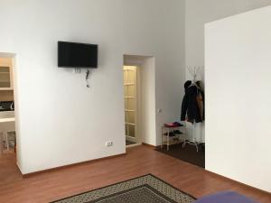 Телевизор и/или развлекательный центр в Teatralni Apartments