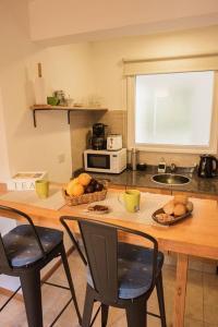 Una cocina o kitchenette en Cálido y moderno monoambiente cercano al centro en SMA