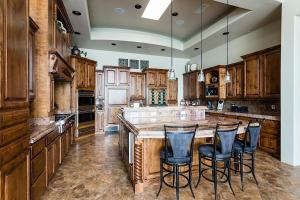 A restaurant or other place to eat at Sundown Retreat 4 BR by Casago