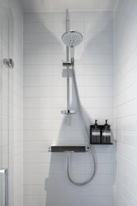 Een badkamer bij Zoku Amsterdam