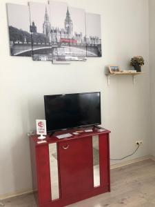 Телевизор и/или развлекательный центр в ЛОН-ДОН 2
