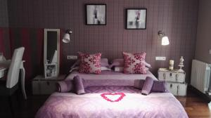 A bed or beds in a room at Sitges Apartment For Rent II