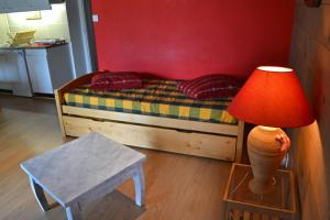 A bed or beds in a room at Gite le Grand Renaud