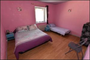 A bed or beds in a room at Doudou Vercors