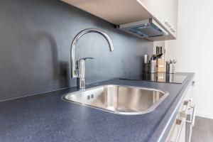 Cuisine ou kitchenette dans l'établissement Luxurious Loft Delft City Unit D
