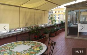 A restaurant or other place to eat at Suite Pavia