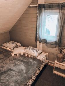 Ein Bett oder Betten in einem Zimmer der Unterkunft Holiday House Franc