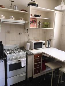 Una cocina o kitchenette en Mendoza Centrico Departamento Amoblado