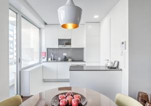 A kitchen or kitchenette at BO - Julio Dinis * Apartments & Parking