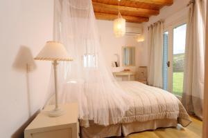 מיטה או מיטות בחדר ב-Heliades Villas